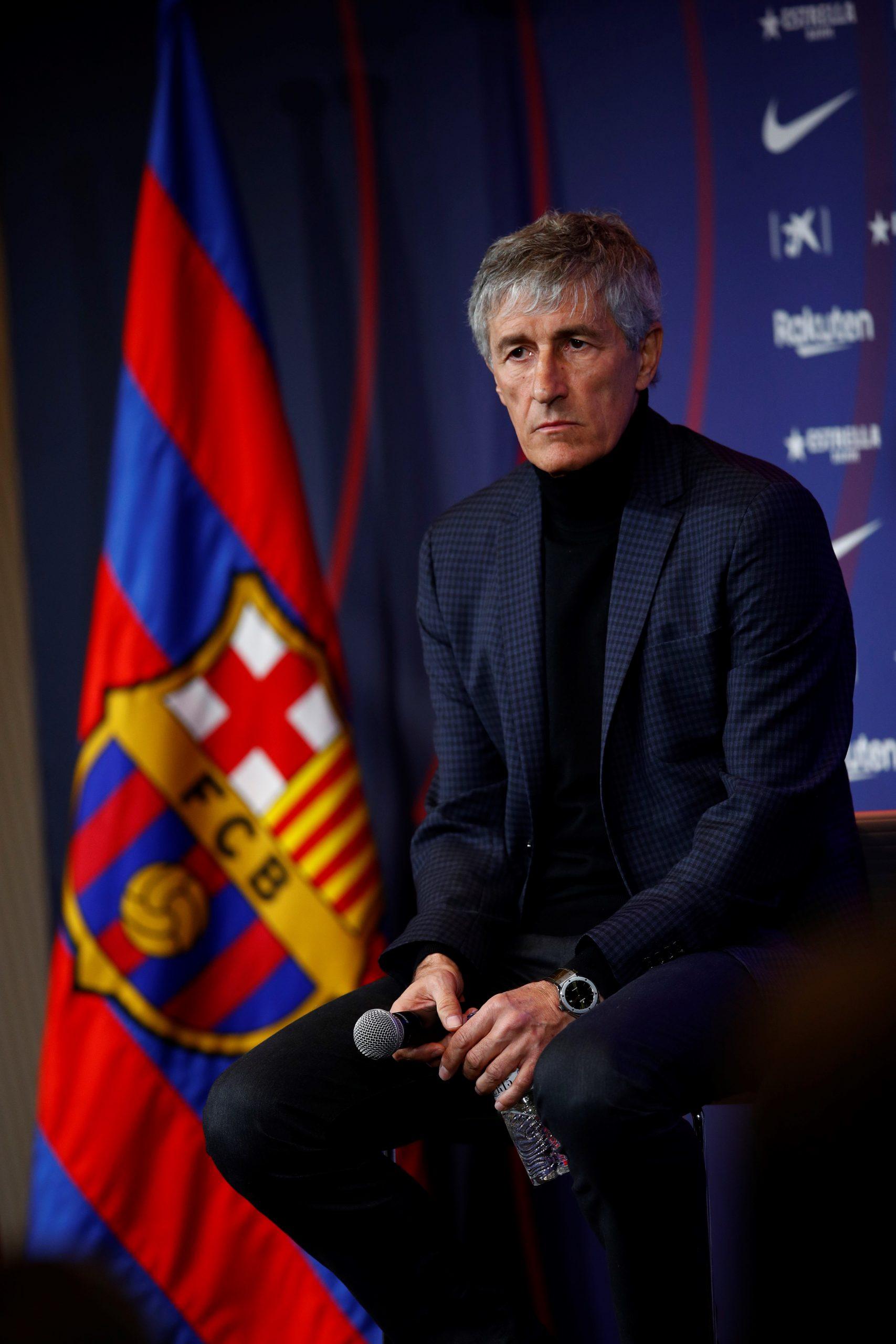 El nuevo entrenador del FC Barcelona, Quique Setién, durante el acto de su presentación como nuevo entrenador blaugrana hasta la temporada 2021-2022. Foto de EFE/Alejandro García.