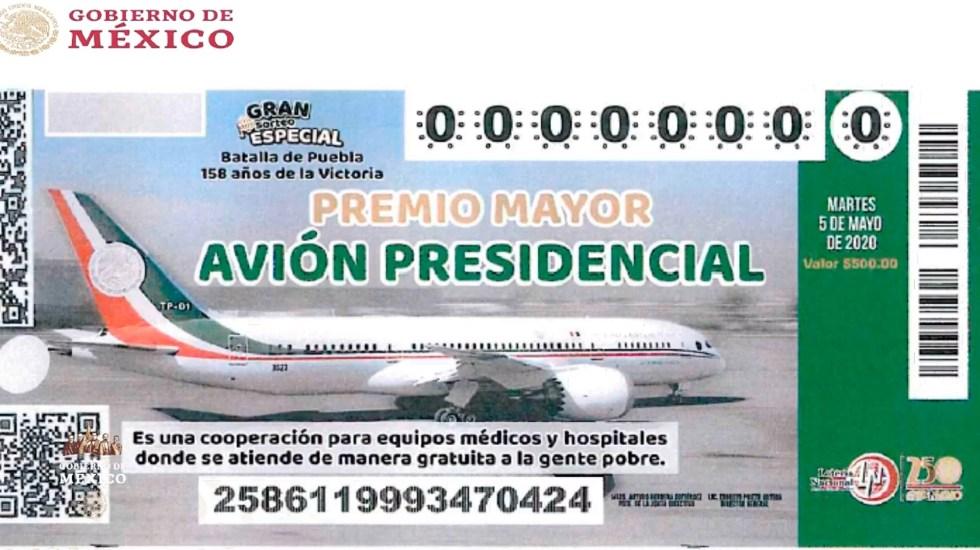 López Obrador pidió frenar la venta anticipada de cachitos - López Obrador retomó el tema del Avión Presidencial y mostró el 'cachito' que se imprimirá para la rifa del Avión Presidencial. Foto de Presidencia de la República.
