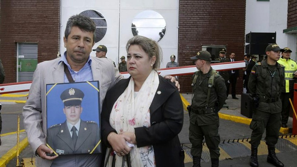 Rinden homenaje en Bogotá a 22 cadetes asesinados en atentado - Rinden homenaje a 22 cadetes asesinados tras atentado en Bogotá