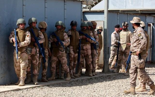 """Como """"legítima defensa"""", EE.UU. justifica ante la ONU ataque contra Irán - Soldados iraquíes recibían instrucción militar por parte de tropas españolas en la base militar de Besmaya, a 65 kilómetros al sur de Bagdad (Irak) en marzo de 2018. EFE/ Ahmed Jalil/Archivo"""