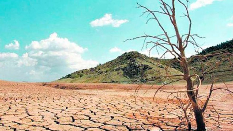 México construirá infraestructuras hídricas en zonas áridas - Suelo árido de México. Foto de @conaza_gob