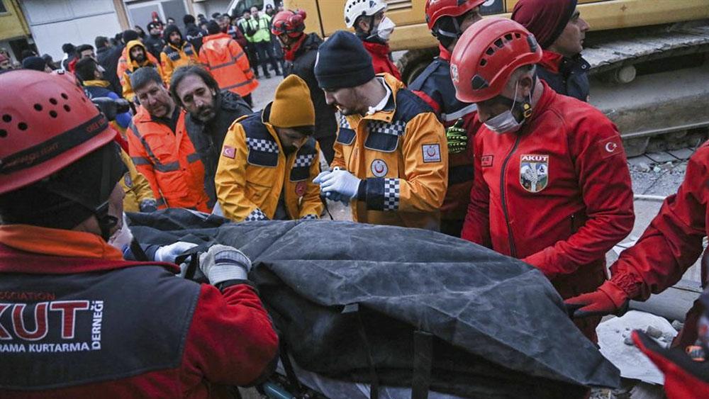 Suman 22 muertos tras sismo en Turquía; van más de 400 réplicas - Suman 22 muertos tras sismo en Turquía