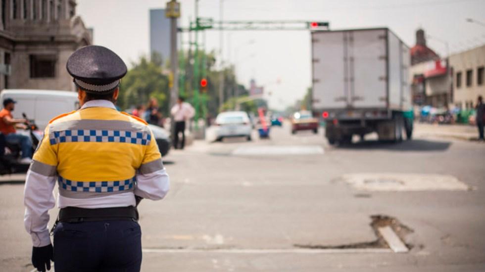 Cambian en CDMX reglas de circulación para transporte de carga y turístico - Transporte de carga en el Centro Histórico de la Ciudad de México. Foto de bridgestonecomercial.com