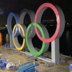 Los anillos olímpicos vuelven a la bahía de Tokio tras su mantenimiento - Foto de @Tokyo 2020