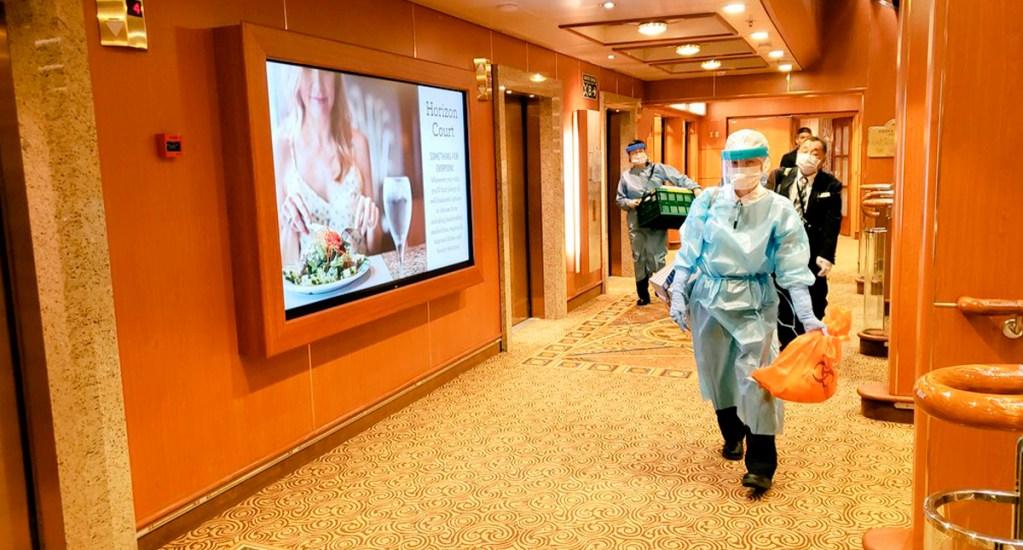 Un argentino, el primer latino con coronavirus; se encuentra en un hospital de Japón - Autoridades de sanidad a bordo del Diamond Princess. Foto de EFE