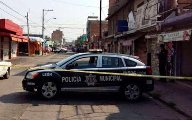 Ciudadanos de Léon piden a López Obrador diálogo sobre seguridad - Calle acordonada en León, Gto., por asesinato de persona. Foto de El País