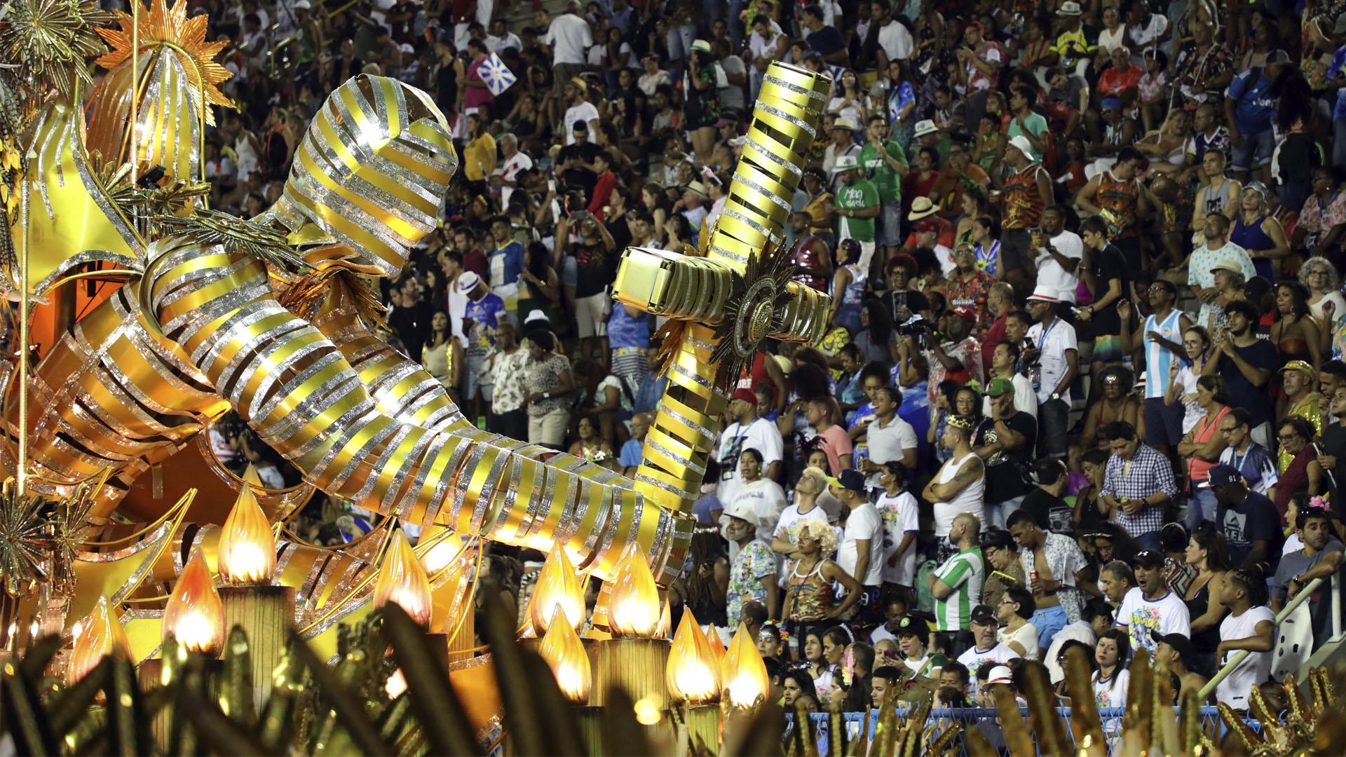 Integrantes de escuela de samba durante el carnaval de Río de Janeiro
