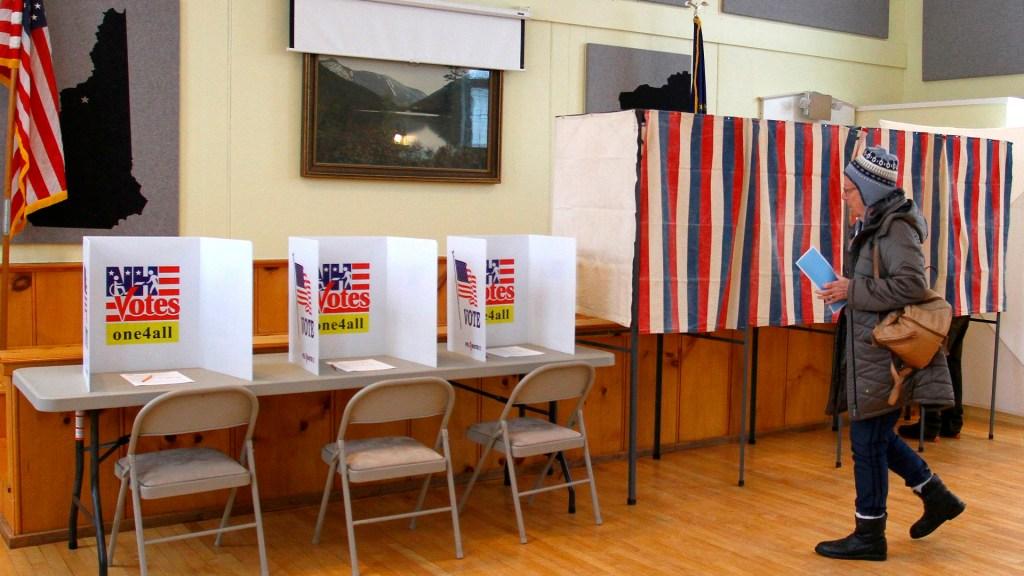 Sanders y Buttigieg son favoritos en las primarias de New Hampshire - Centro de votación en New Hampshire. Foto de EFE