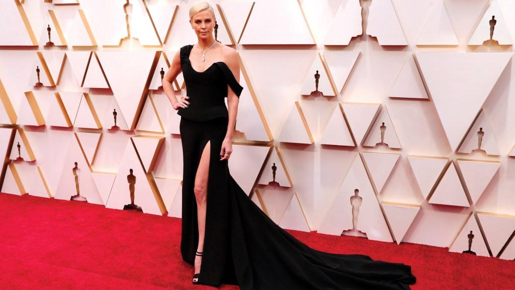 Charlize Theron lució collar de 5 mdd en el Óscar - Foto de EFE