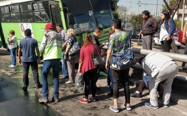 #Video Autobús del transporte público choca en Iztapalapa - Foto de @SGIRPC_CDMX