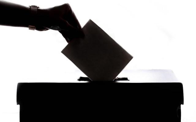 Oficial: consulta popular sobre actores políticos será el domingo 1 de agosto de 2021 - Democracia votos urna política