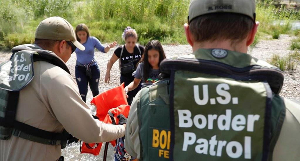 Aumenta el número de migrantes detenidos en frontera entre México y EE.UU. - Detención de migrantes indocumentados en EE.UU. Foto de @cbpgov