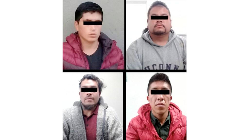 Detienen a cuatro sujetos que desvalijaban auto en el Estado de México - Detienen a cuatro sujetos que desvalijaban auto en el Estado de México
