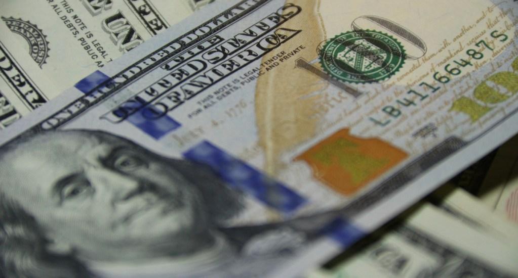 Dólar se cotiza en 25.04 pesos en bancos - Foto de Unsplash