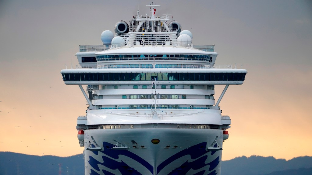 Cruceros refuerzan medidas contra brotes de coronavirus - El crucero Diamond Princess fue puesto en cuarentena tras un brote de coronavirus que ha infectado a más de 60 de sus pasajeros. Foto de EFE
