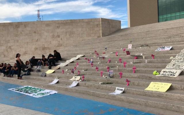 Colocan altar en Plaza Mayor de Torreón en protesta contra feminicidios - Colocan altar en Plaza Mayor de Torreón en protesta contra feminicidios