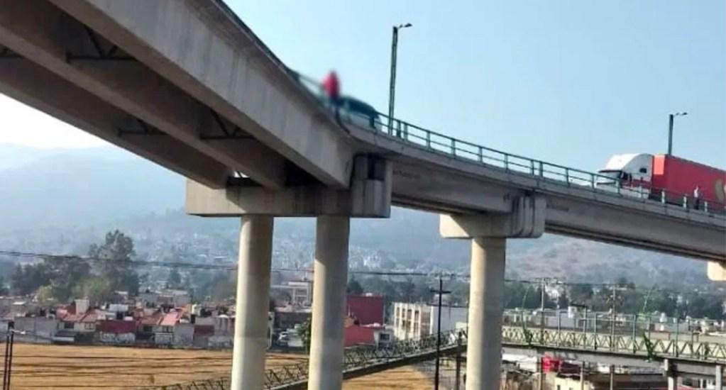 """Feminicida confeso intenta suicidarse en puente del Estado de México - José Luis """"N"""" intentó lanzarse de un puente vehicular en la avenida José López Portillo, luego de confesar haber asesinado a Joseline"""