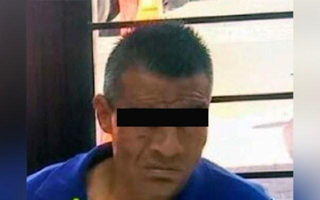 Detienen a hombre en muletas por asaltar y atacar con navaja a transeúnte - Detienen a hombre en muletas acusado de asaltar y atacar con una navaja a transeúnte
