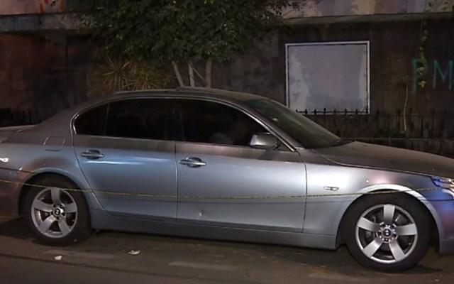 Hallan sin vida a hombre dentro de auto en la alcaldía Cuauhtémoc - Hombre muerto al interior de un auto, en la colonia Hipódromo Condesa. Captura de pantalla / Noticieros Televisa