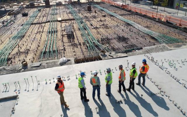 Actividad industrial en México cae durante marzo 4.9 por ciento; hila 18 meses a la baja - Industria de la Construcción. Foto de Scott Blake para Unsplash