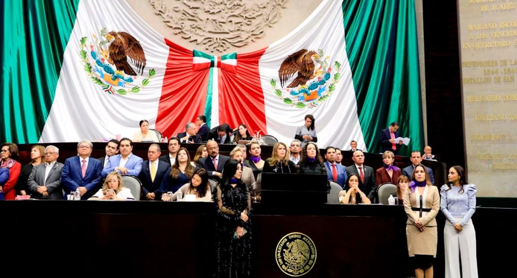 """#Video """"¿A cómo el cachito de justicia?"""", diputada reclama a AMLO sobre feminicidios - Laura Barrera en discurso sobre feminicidios en tribuna de la Cámara de Diputados. Foto de @LauraBarreraF"""