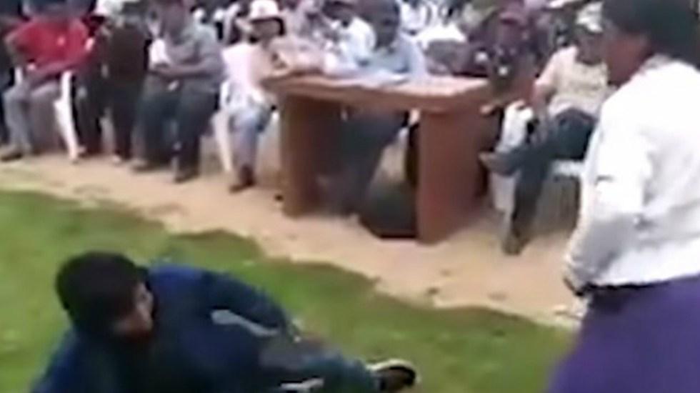 #Video Mujer castiga a su hijo con latigazos tras robo de celular - Foto de captura de pantalla
