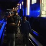 Usuarios del Metro desalojan convoy por falla eléctrica