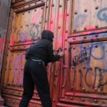 Que no pinten puertas ni paredes en marchas, pide López Obrador a colectivos feministas