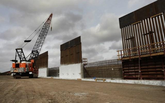 Tramos de muro fronterizo cerca del río Bravo corren riesgo de derrumbarse - Foto de CBP