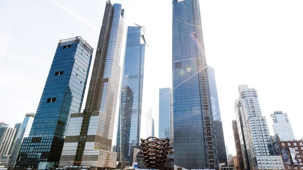 Juez frena medida que evita cobros de comisiones a inquilinos en NY - Foto de EFE