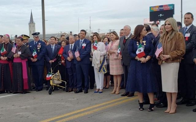Conmemoran 'Ceremonia del Abrazo' en frontera de Laredo y Nuevo Laredo - Foto de @EmbamexEUA