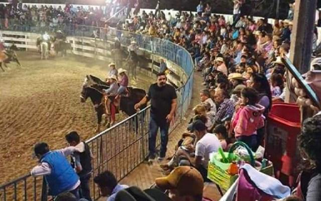 #Video Comando abre fuego en plaza de toros de Iguala; hay un muerto y dos heridos - Un video captó el momento en el que los hombres armados ingresan a la plaza de toros de Zacacoyuca y desde la puerta realiza varios disparos