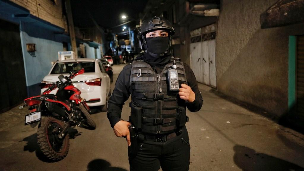 Identifican a otra persona relacionada con el caso de Fátima - Policía custodia la calle San Felipe de Jesús en la alcaldía Xochimilco, donde autoridades capitalinas ubicaron una casa en la que presuntamente retuvieron a la niña Fátima. Foto de Notimex