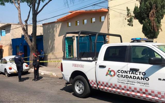 Tiran cadáver de recién nacido en calles de la Ciudad de México - Policías en la colonia Olivar del Conde por hallazgo de bebé muerto. Foto Especial