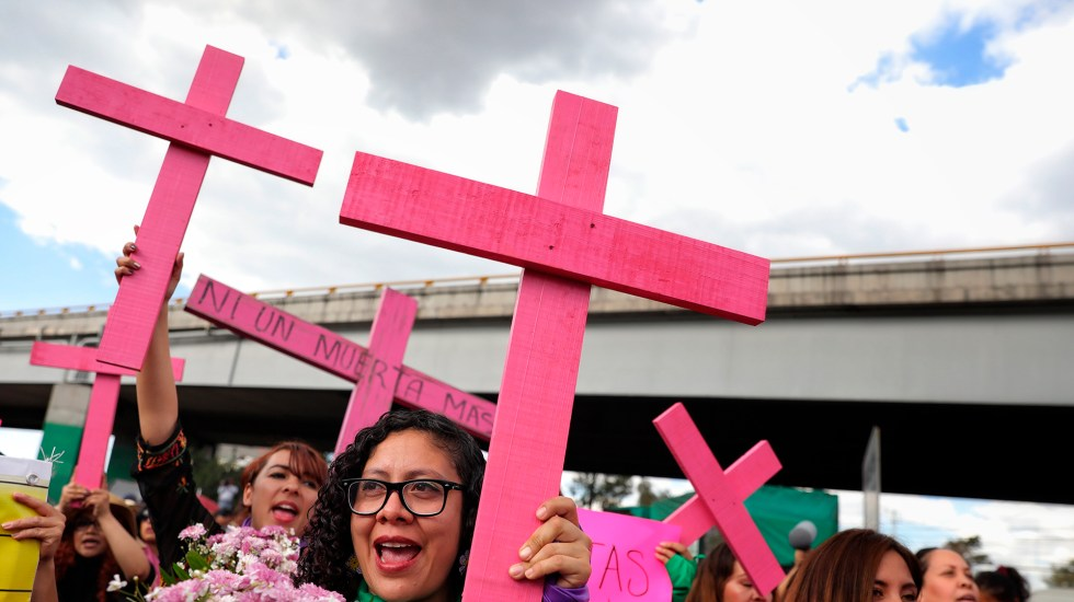 Con poesía visibiliza la violencia contra las mujeres en México - Protesta contra feminicidios en México. Foto de EFE