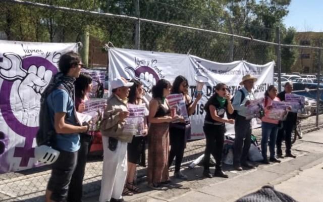 Mujeres exigen justicia contra presunto violador frente a Reclusorio Oriente - Foto de @MINAMORENOlex