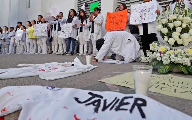 Avanza investigación de homicidio de estudiantes en Puebla; aseguran tres inmuebles - Protesta por asesinato de estudiantes de Medicina de la BUAP. Foto de EFE