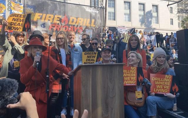Jane Fonda traslada su protesta de los viernes a Los Ángeles - Foto de @FireDrillFriday