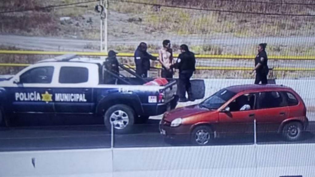 Policías de Querétaro evitan que hombre se lanzara de puente - Puente suicidio hombre Querétaro México