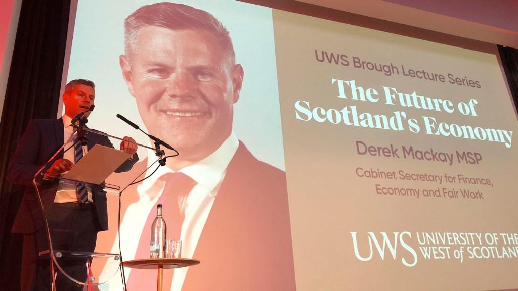 Renuncia ministro de Finanzas escocés tras enviar mensajes a adolescente - Renuncia ministro de Finanzas escocés tras escándalo