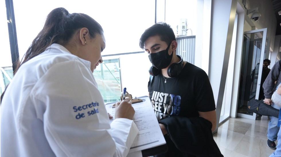 Siguen sin descartar caso sospechoso de Covid-19 en Oaxaca - Toma de datos de estudiantes que regresaron a México procedentes de China por epidemia de Covid-19. Foto de Notimex