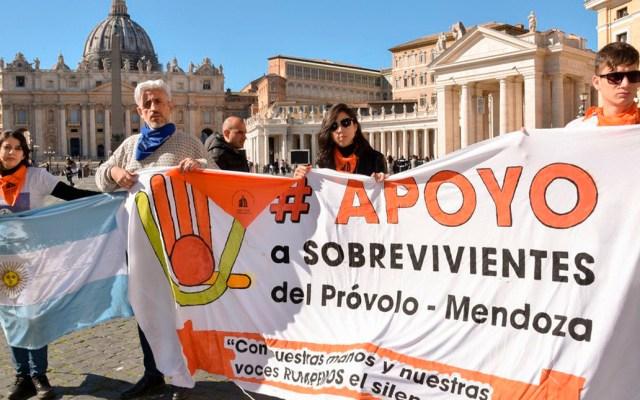 Víctimas de abuso sexual en Argentina piden ayuda al papa Francisco para hacer justicia - Víctimas de abuso sexual en el Instituto Próvolo para Sordos en Argentina. Foto de @santosjorgeh
