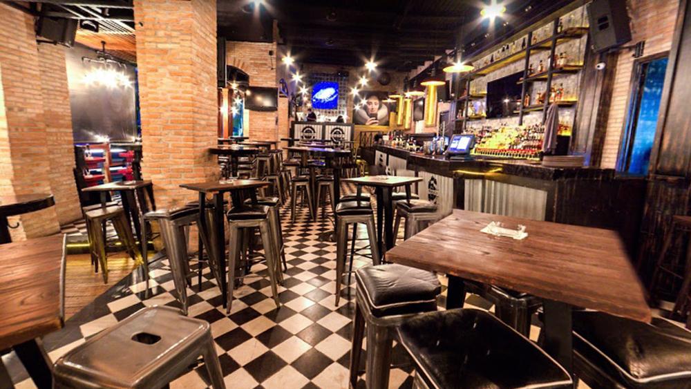 Ordenan cierre de 'centros botaneros' en Nayarit por COVID-19 - Bar Abolengo Bartina de Tepic, Nayarit. Foto de Google Maps / Edgar Izunza