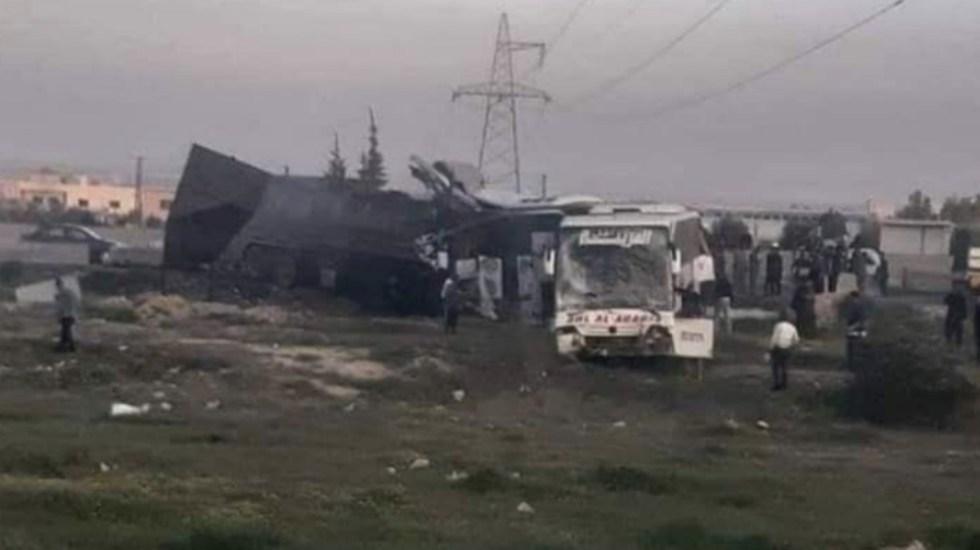 Al menos 30 muertos en accidente entre camión y autobús en Siria - Foto de @metesohtaoglu