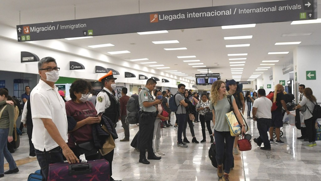 Mexicanos que regresan de España piden reaccionar ante pandemia por COVID-19 - aicm mexicanos covid-19 coronavirus