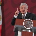 Se 'congelan' sueldos de altos funcionarios públicos, anuncia López Obrador