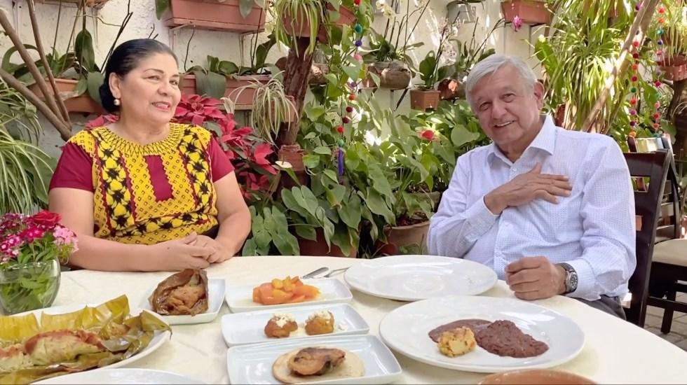 """""""No dejen de salir, todavía estamos en la primera fase. Yo les voy a decir cuándo no salgan"""": AMLO - El presidente López Obrador durante su visita en Oaxaca. Captura de Pantalla."""