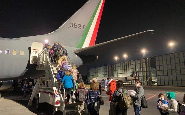 Aterriza en Argentina avión de Fuerza Aérea que traerá a mexicanos varados por COVID-19 - Foto de Cancillería Argentina