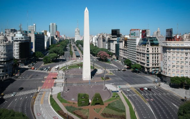 Argentina permite salir en contingencia a víctimas de violencia - Argentina COVID19 coronavirus Obelisco