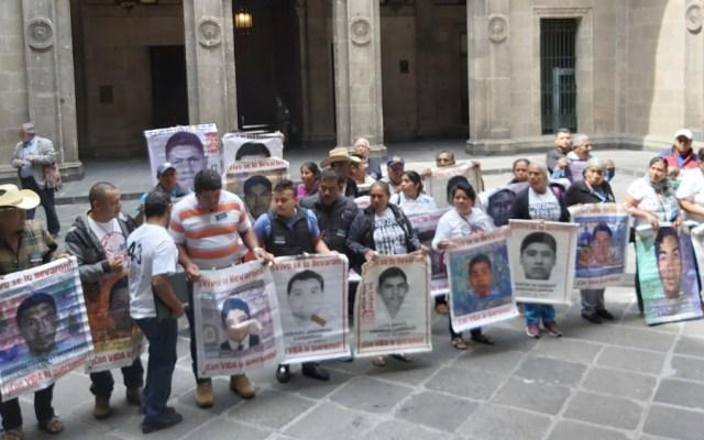 AMLO se reunirá el viernes con padres de los 43 normalistas de Ayotzinapa - Foto de @EduardomteleSUR